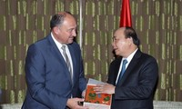 PM Nguyen Xuan Phuc menerima Menteri, Ketua Kawasan Flanders dan Menteri, Ketua Kawasan Wallonie