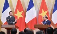 Tujuh belas naskah kerjasama antara Viet Nam dan Perancis di banyak bidang