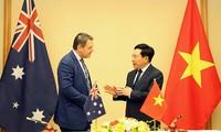Deputi PM, Menlu Pham Binh Minh menerima Gubernur Kawasan Australia Utara, Michael Gunner