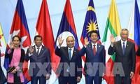 PM Nguyen Xuan Phuc menghadiri  KTT yang bersangkutan di sela-sela KTT ASEAN ke-33