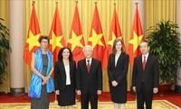 Sekjen, Presiden Nguyen Phu Trong menerima para duta besar yang menyampaikan surat mandat