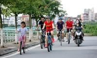 Mengayuh sepeda pada akhir pekan, kecenderungan baru bagi banyak orang muda