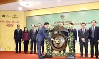 Memukul gong meresmikan sesi transaksi efek pertama tahun 2019