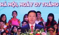 """Memuji """"Mahasiswa 5 baik"""" tingkat pusat dan menyampaikan penghargaan """"Bintang bulan Januari"""" tahun 2018"""