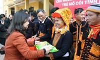 Memikirkan kebutuhan Hari Raya Tet untuk kaum miskin dan warga etnis minoritas