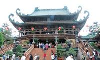 Berziarah ke pagoda pada awal tahun-ciri budaya yang indah dalam kehidupan spiritualitas orang Viet Nam