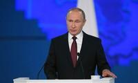 Presiden Rusia Vladimir Putin membacakan pesan federal 2019