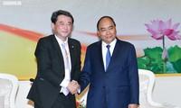 PM Nguyen Xuan Phuc menerima para investor besar di Provinsi Nghe An