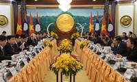 Sekjen, Presiden Nguyen Phu Trong melakukan pembicaraan dengan Sekjen, Presiden Laos, Bounnhang Vorachith-Menandatangani 9 naskah kerjasama antara dua pihak