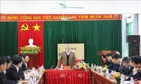 Anggota Harian Sekretariat KS PKV, Tran Quoc Vuong melakukan kunjungan kerja di Provinsi Hoa Binh