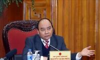 PM Nguyen Xuan Phuc menghadiri sidang mendorong pengembangan industri otomotif