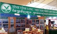 Badan usaha Viet Nam memperkuat kerjasama dan menyosialisasikan produk di Kamboja