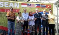 Memperkenalkan kebudayaan Viet Nam di Pekan Raya ASEAN Bazar di Argentina
