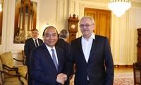 PM Nguyen Xuan Phuc melakukan pertemuan dengan Ketua Majelis Rendah Rumania