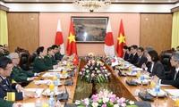 Viet Nam dan Jepang memperkuat kerjasama di bidang pertahanan
