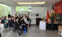 Aktivitas memperingati ulang tahun ke-129 lahirnya Presiden Ho Chi Minh berlangsung di banyak negara di dunia