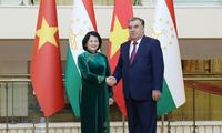 Wakil Presiden Dang Thi Ngoc Thinh melakukan kontak bilateral dengan pimpinan banyak negara di Tajikistan