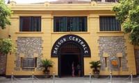 """Pameran """"Buku harian tentang perdamaian"""" di Situs Peninggalan Sejarah Rumah  Penjara Hoa Lo"""