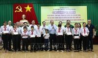 Deputi Harian PM Truong Hoa Binh mengunjungi rakyat etnis minoritas dan keluarga yang mendapat kebijakan prioritas di Provinsi Binh Phuoc