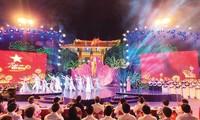 "Jembatan televisi  langsung ""Lagu persatuan""-50 tahun melaksanakan Testaman Presiden Ho Chi Minh"