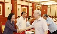 Mantan pimpinan Partai Komunis dan Negara Viet Nam memberikan sumbangan pendapat terhadap rancangan laporan politik dan  rancangan laporan  tentang masa 10 tahun pelaksanaan program politik 2011