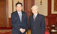 Viet Nam dan Laos bersama-sama memupuk masa depan