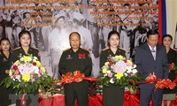 Pameran memperingati ulang tahun ke-70 hari tradisional tentara sukarela dan pakar Viet Nam di Laos