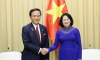Wakil Presiden Dang Thi Ngoc Thinh menerima Gubernur Provinsi Kanagawa