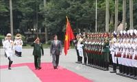 Menhan AS melakukan kunjungan resmi di Viet Nam