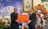 Ketua Pengurus Besar Front Tanah Air Viet Nam, Tran Thanh Man menyambut Hari Natal di Provinsi Dak Lak