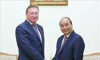 PM Nguyen Xuan Phuc menerima Presiden Direktur Perusahaan Permigasan Zarubeshneft dari Federasi Rusia