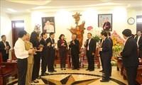 Wakil Presiden Dang Thi Ngoc Thinh mengunjungi dan mengucapan selamat kepara para pemuda dan umat Katolik