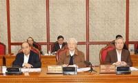 Sekjen, Presiden Nguyen Phu Trong memimpin sidang Polit Biro KS PKV tentang pencegahan dan pemberantasan Covid-19