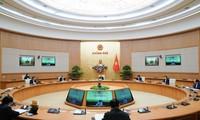 PM Nguyen Xuan Phuc memimpin rapat Badan Harian Pemerintah tentang pencegahan dan pemberantasan wabah Covid-19