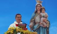 Melakukan  aktivitas agama dengan persetujuan dan tanggung-jawab masyarakat
