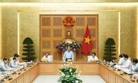 PM Nguyen Xuan Phuc: Berfokus pada langkah dan cara yang praksis dan konkret untuk menyambut arus pergeseran investasi ke Viet Nam