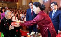 Ketua MN Nguyen Thi Kim Ngan menghadiri acara menyampaikan Piagam Negara Mencatat Jasa