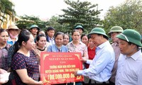 PM Pemerintah memutuskan memberikan bantuan darurat sementara sebesar 500 miliar VND bagi berbagai provinsi di Viet Nam Tengah