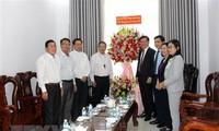 Pimpian Departemen Penggerakan Massa Rakyat Mengunjungi dan Mengucapkan selamat kepada umat Katolik Provinsi Binh Thuan