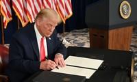 Presiden AS, Donald Trump Menandatangani RUU tentang Anggaran Keuangan dan Paket Bantuan Covid-19