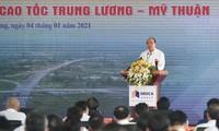 PM Nguyen Xuan Phuc Memerintahkan Pembangunan Jalan Tol My Thuan-Can Tho dan Meresmikan Jalur Jalan Trung Luong-My Thuan
