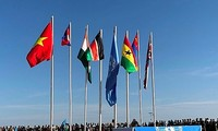 Mewarnai bendera Viet Nam di peta penjagaan perdamaian dunia