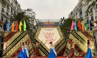 "Pembukaan Festival Pariwisata Jalanan Ha Long ke-2 dengan Tema ""Festival Musim Semi Pusaka"""