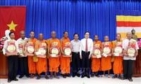 Wakil Ketua MN, Ketua Pengurus Besar Front Tanah Air Viet Nam Ucapkan Selamat bagi Pesta Chol Chnam Thmay dari Warga Khmer