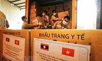 Koran Laos Meliput Bantuan Viet Nam dalam Perang Menanggulangi Wabah Covid-19