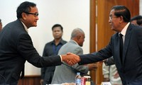 Cambodian rival parties hold high-level talks