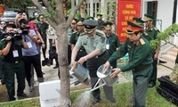 Vietnamese, Chinese armies promote links