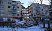 Ukraine government closes some routes to Donetsk and Lugansk