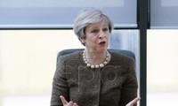 Theresa May se reunirá con supervivientes del incendio de edificio en Londres