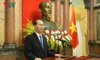 Vietnam asigna nuevos títulos a cuadros diplomáticos